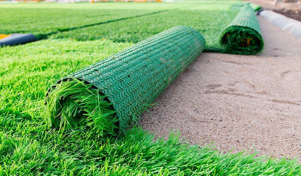 Как делают и где производят искусственную траву?